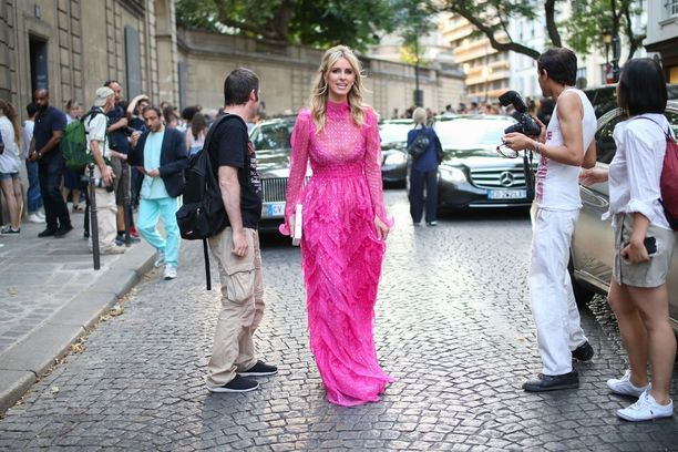 Hiltonin isosisko on tositelevisio-ohjelmistakin tuttu Paris Hilton.