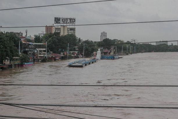 Marikina-joki tulvi Manilassa.