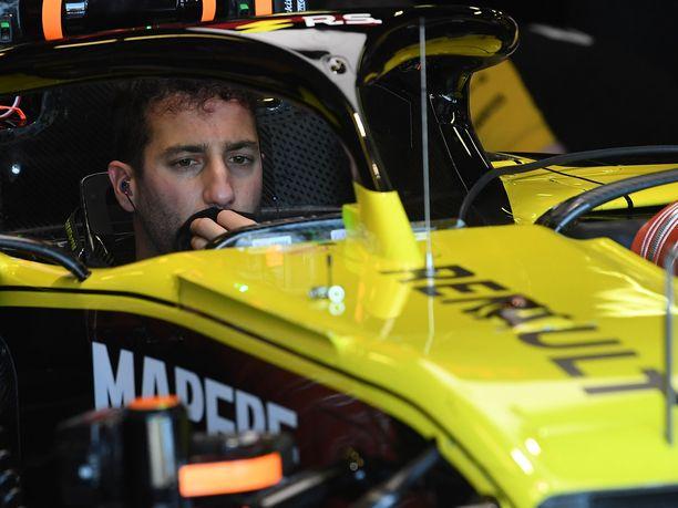 Daniel Ricciardoa ei meinattu saada vyötettyä uuteen työkaluunsa, Renault'n R.S. 19 -autoon.