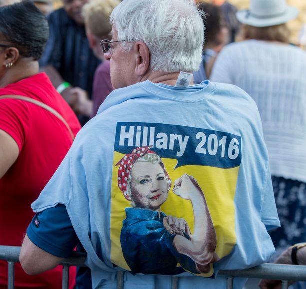 Clintonin kannattajia Harrisburgissa Pennsylvaniassa.