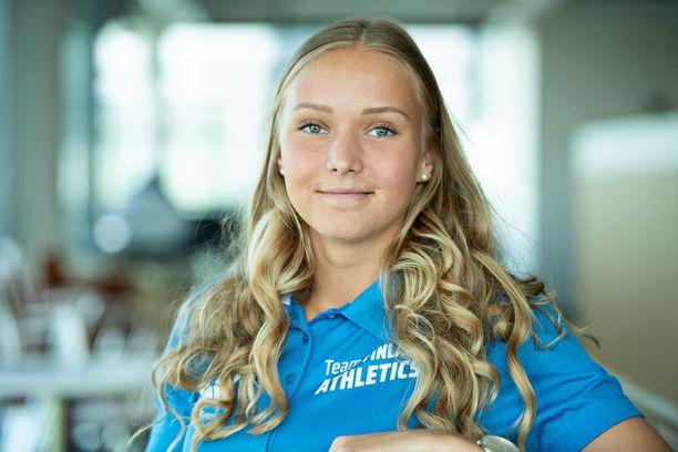 Elina Kinnunen heitti kauden parhaan tuloksensa yleisurheilun nuorten MM-kisojen toisena päivänä.