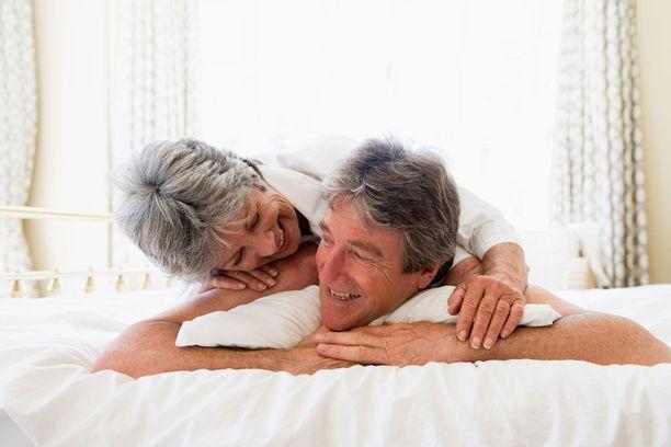 Seksi pitää iäkkäiden älyn vireämpänä, toteaa tuore hollantilaistutkimus.