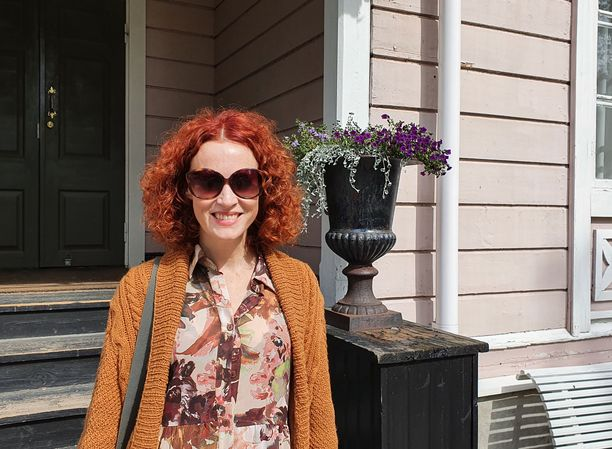 Hotelli Punkaharjun yrittäjä Saimi Hoyer pyrkii käymään mahdollisimman usein sienimetsässä.