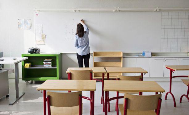 """Kesäloman ajaksi töihin palaavat """"haamuopettajat"""" aiheuttavat pahaa verta opetusalalle."""