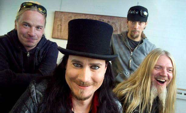 Nightwishin Emppu Vuorinen (vas.) ja Tuomas Holopainen sekä Jukka Nevalainen ja Marco Hietala. Yhtye on parhaillaan New Yorkissa, josta he aloittavat maailmankiertueensa tänään.