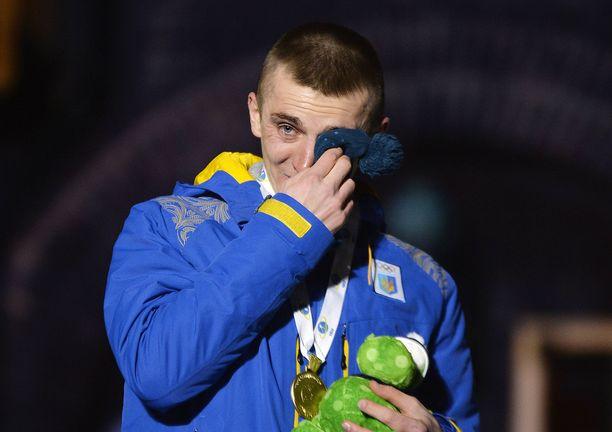 Ukrainan jättiyllätysmestari Dmitro Pidrutshni liikuttui kyyneliin viime vuoden MM-kultansa jälkeen.