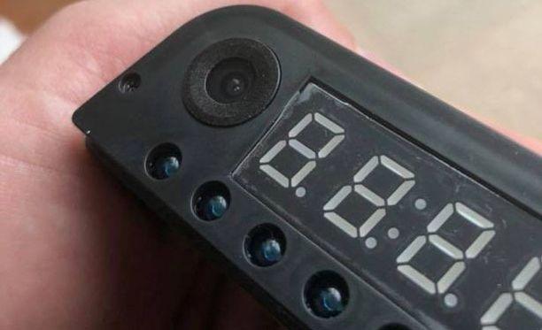 Kamera oli piilotettuna kellon etupaneeliin.