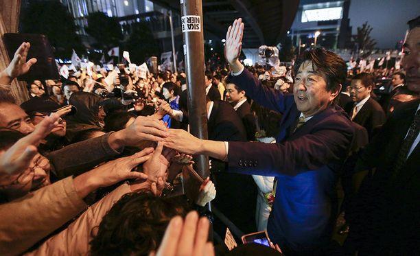 Japanin pääministeri Shinzo Aben konservatiivisen liberaalidemokraattipuolue LDP:n odotetaan saavan murskavoiton maan sunnuntaisissa parlamenttivaaleissa.