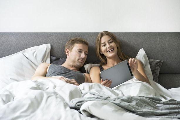 Kuinka kauan osaksi dating pitäisi liikkua yhdessä