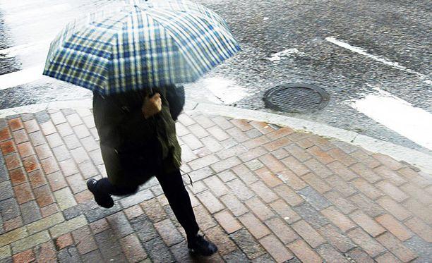 Sateenvarjoille on taas käyttöä.