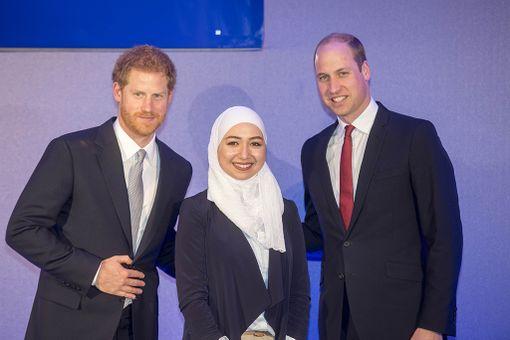 Prinssit tapasivat tapahmuassa nuoria eri maista.