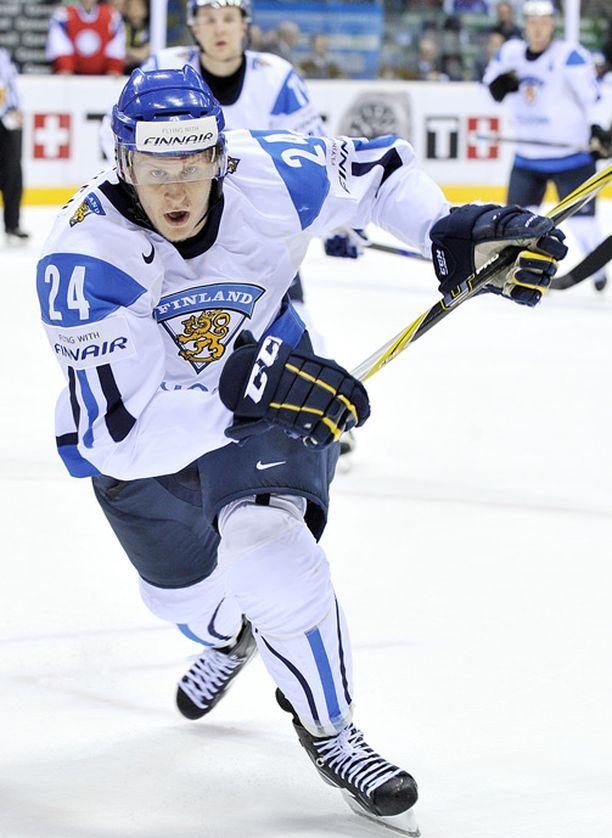 Bluesin Jani Lajunen teki syyskuun lopulla Kärppiä vastaan ilmaveivimaalin jatkoajalla.