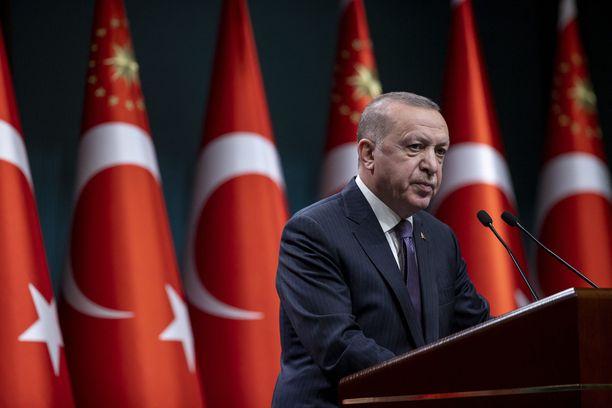 Turkki on puolestaan virallisesti kiistänyt kansanmurhan.
