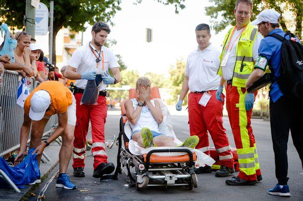 Aku Partasen EM-kävely Berliinissä 2018 päättyi paareille ja ambulanssikyytiin.