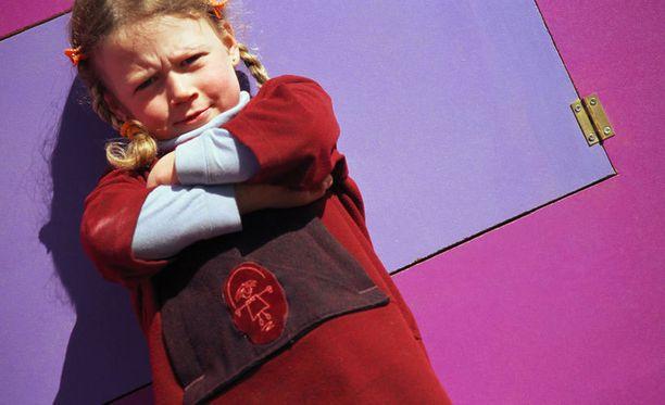 Uhmaiän jälkeen lapsi saattaa käyttäytyä kuin miniteini.