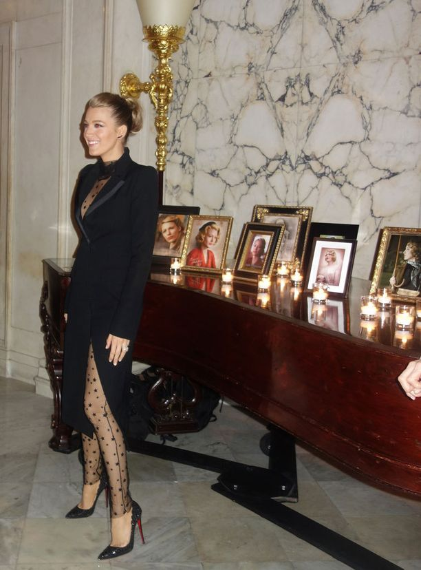 Blake edusti eleganttina myös ensi-iltajuhlien jatkoilla.