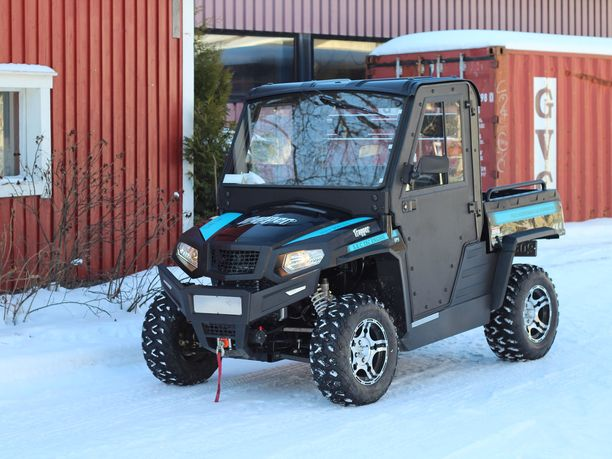 Mönkijät porskuttavat rekisteröintitilastossa. Kuvassa traktorimönkijä Trapper 550 UTV T1 EPS lämpöhytillä.
