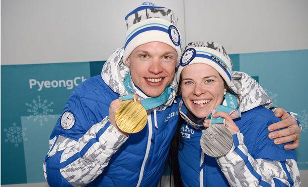 Iivo Niskanen ja Krista Pärmäkoski saivat kulta- ja hopeamitalinsa sunnuntain päättäjäisissä.