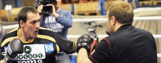 Amin Asikainen kohtaa tiistaina voittamattoman argentiinalaisen.