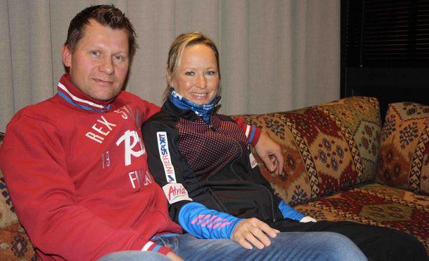 Toni Roponen toimii vaimonsa Riitta-Liisan valmentajana.