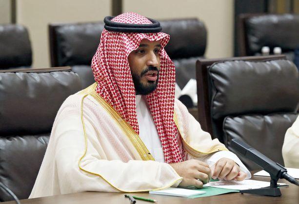 Saudi-Arabiassa kruununprinssi Mohammad bin Salmania (kuvassa), 32, pidetään tällä hetkellä maan tosiasiallisena johtajana. Kuningas Salman on 82-vuotias.