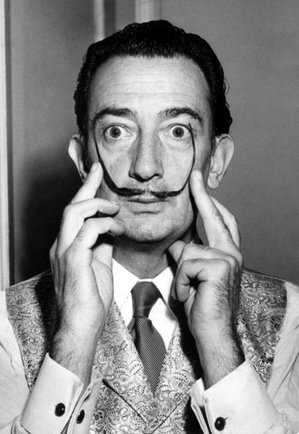 Salvador Dali tunnettiin taiteensa lisäksi erikoisista viiksistään.