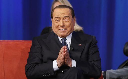 Tarttuiko koronavirus Silvio Berlusconiin? Italiassa spekuloidaan vakavasti sairastuneen Flavio Briatoren kontaktien seurauksilla