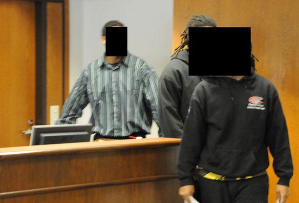 Kolme yhdysvaltalaista urheilijanuorta astelivat tänään syytettyjen penkille Imatralla.