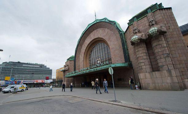 Tappelu syntyi aamuyöllä Helsingin Rautatientorilla.