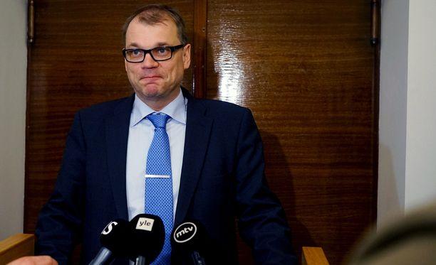 Hallitustunnustelija Juha Sipilällä oli maanantai-iltana vaikeuksia peitellä tyytyväisyyttään keskustan ja perussuomalaisten välisissä neuvotteluissa löydetystä sovusta.