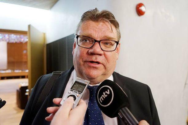 """Perussuomalaisten Timo Soini lupasi """"hyviin kysymyksiin hyvät vastaukset""""."""