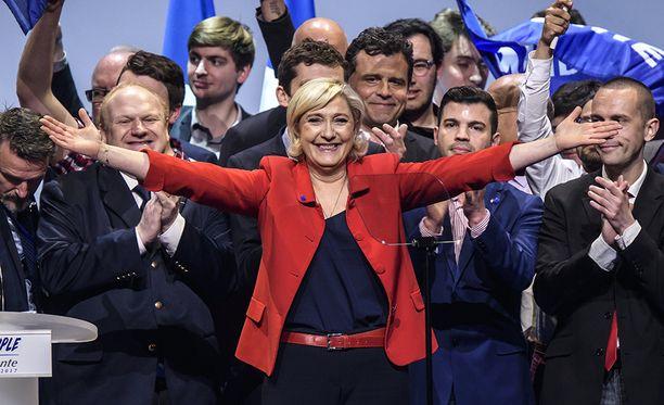 Marine Le Pen oli maanantaina kampanjoimassa Pariisissa.