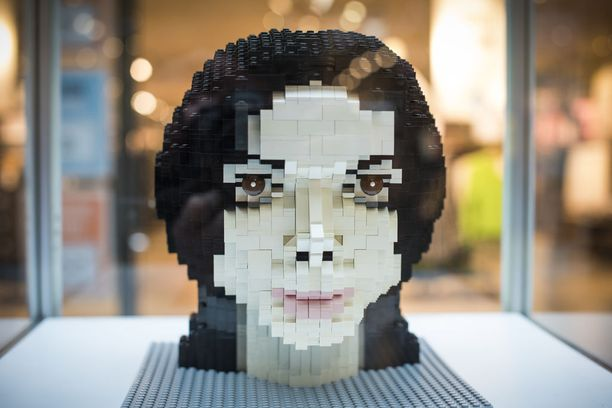 Michael Jacksonin muotokuvan rakentaminen vei 32 tuntia ja palikoita kului 3200 kappaletta.