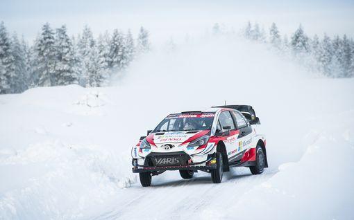 Kalle Rovanperälle sattui erikoinen unohdus: Joutui pysähtymään kesken Tunturirallin, Toyotalta heti naseva kuitti nuorukaiselle!