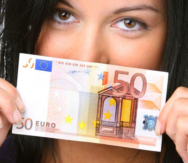 Yksinasuja tarvitsee lähes 600 euroa kuussa kattaakseen kaiken välttämättömän.