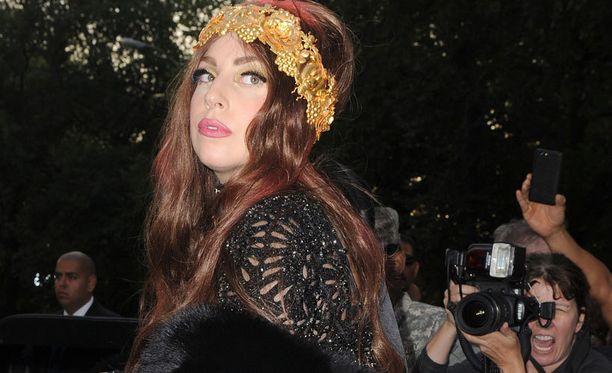Lady Gaga kutsuu faninsa mukaansa kehovallankumoukseen.