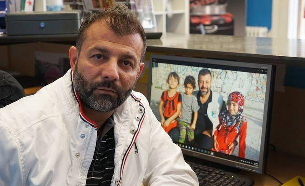 Rami Adham on tullut tunnetuksi siitä, että hän kuljettaa Syyriaan leluja lapsille.