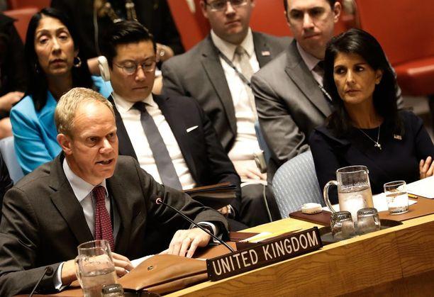 YK:n turvallisuusneuvosto kokoontui hätäkokoukseen Pohjois-Korean kuudennen ydinkokeen jälkeen. Yhdysvaltain YK-suurlähettiläs Nikki Haley (oik) ja Ison-Britannian YK-suurlähettiläs Matthew Rycroft olivat paikalla kokouksessa.