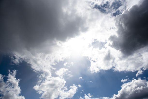 Tiistaina päivällä on melko pilvistä.