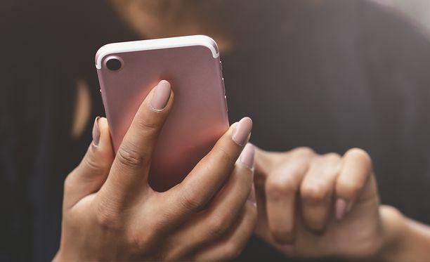 Iphone-puhelimien hakkerointi kiinnostaa.
