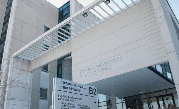 Isä ja isoäiti tuomittiin Espoon käräjäoikeudessa.