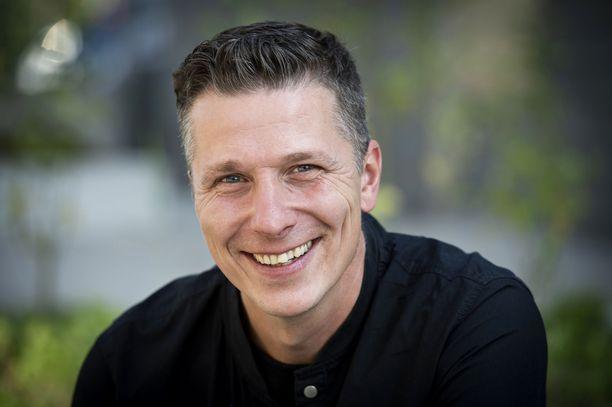 Janne Tulkin elämä hymyilee. Hänestä on tulossa kolmatta kertaa isä.