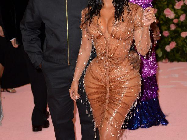 Kanye West ja Kim Kardashian nähtiin yhdessä Met-gaalassa.