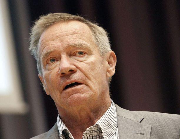 Sote-asiantuntija, kokoomuslainen emeritusprofessori Martti Kekomäki yhtyy kokoomuskansanedustaja Elina Lepomäen kritiikkiin, eikä löydä nyt ehdotetusta valinnanvapausmallista juuri mitään hyötyä.