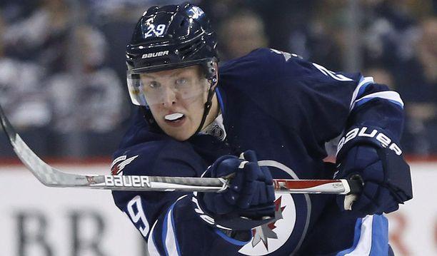 Patrik Laineen laukaus on NHL:n pelätyimpiä - myös Jetsin pelaajien keskuudessa.