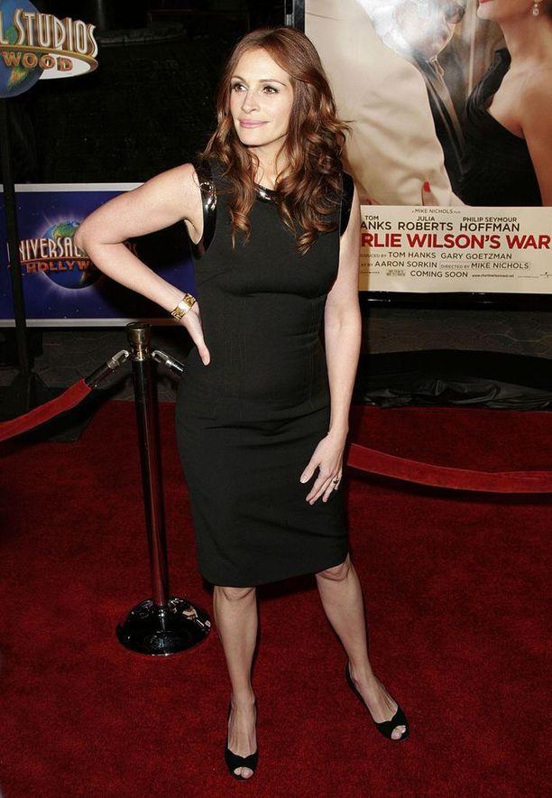 Vuonna 2007 Roberts nähtiin elokuvassa Charlie Wilson's War.