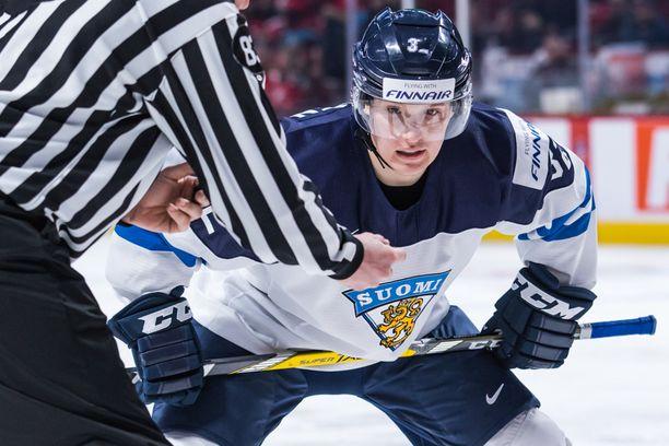 Aapeli Räsänen, peliä hyvin lukeva sentteri, on edustanut Suomea nuorten MM-kisoissa.