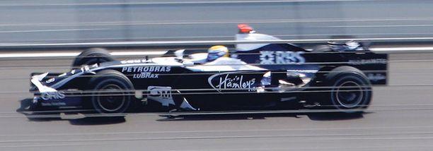 Nico Rosberg pyrkii pisteille Spassa.
