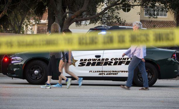 Nikolas Crus murhasi ainakin 17 ihmistä hyökätessään rynnäkkökiväärin kanssa Marjory Stoneman Douglas High Schooliin keskiviikkona.