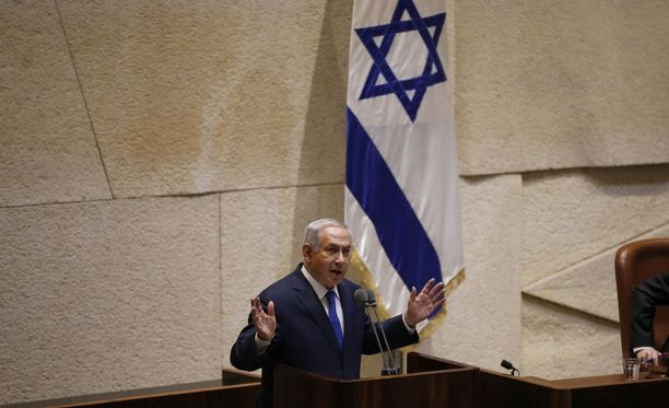 Pääministeri Benjamin Netanyahu puhuu parlamentin edessä Jerusalemissa.